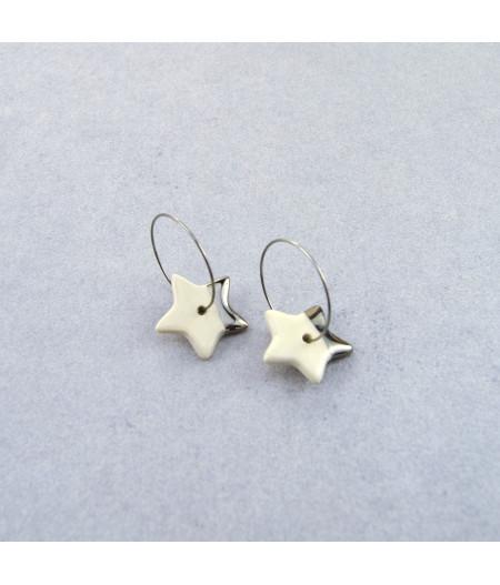 Cercei stele mici, decorați cu aur sau platină, pe cerc Platină