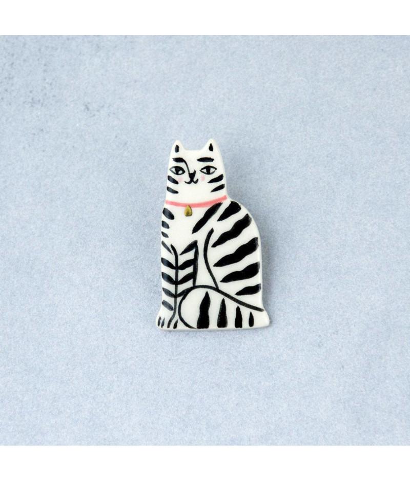 Broşă tip pin, pisică tigrată