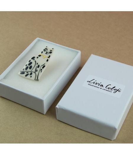 Broşă tip pin, din ceramică, cu pisică