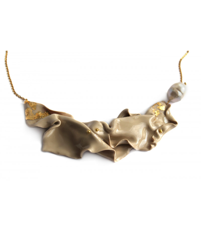 candy-beige-gold-fluid-necklace