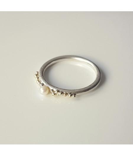 inel Sleeping Beauty din argint si granulatie aur 14k cu perla de cultura alba